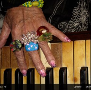 Carmencitas hands at work on the piano keys