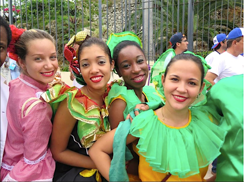 colour,color,colorful,colourful,girls,carnival costumes,laughing,laughing faces,smiles,smiling,havana streets,havana,cuba,cuban streets,