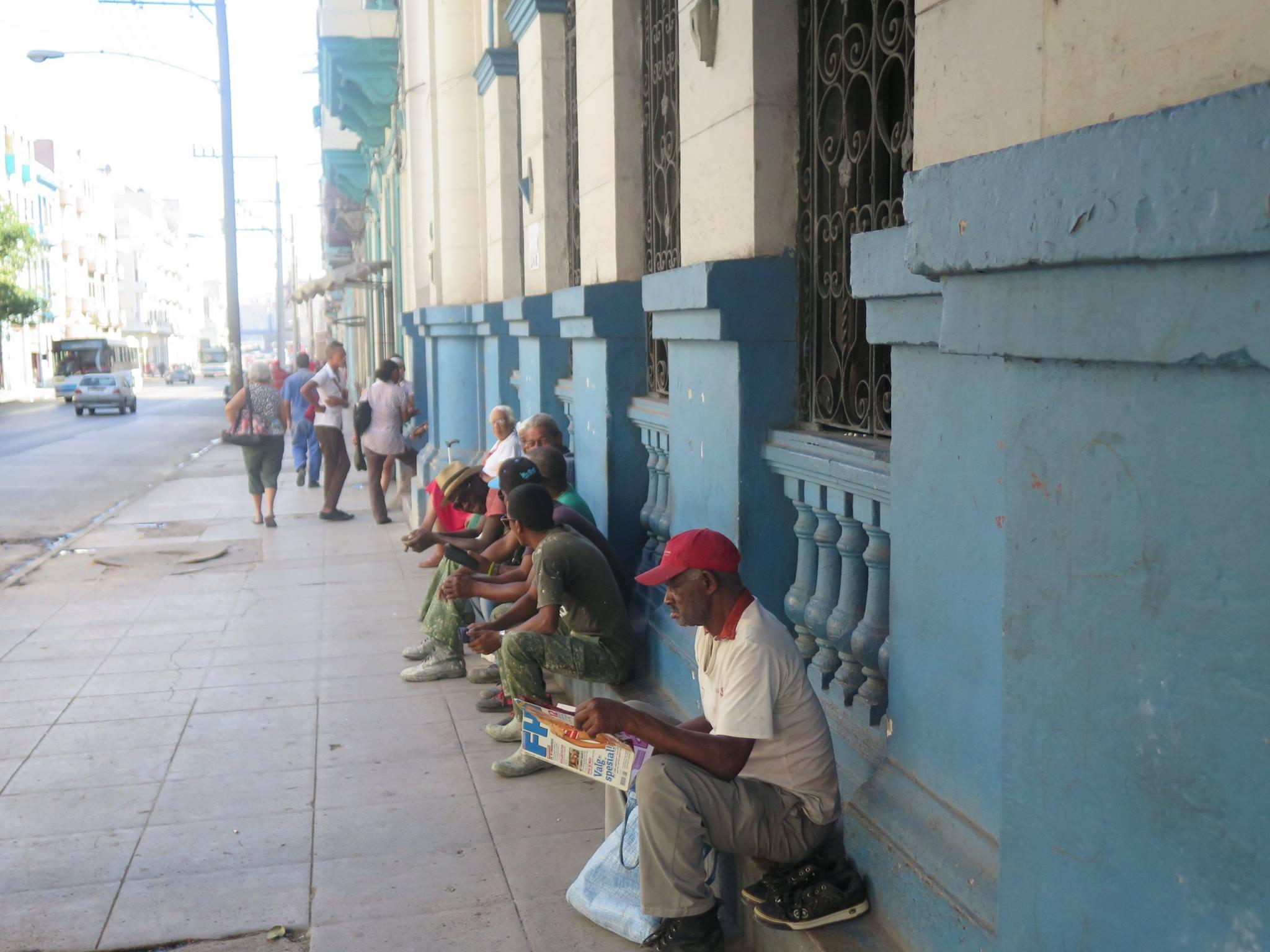 Cuba,havana,cuba havana,caribbean,island,latin,latin america,havana cuba,men,chess,men playing chess,havana street,street,streetlife, people, residents, locals, street lime, hanging out, hang out in havana, centro havana,