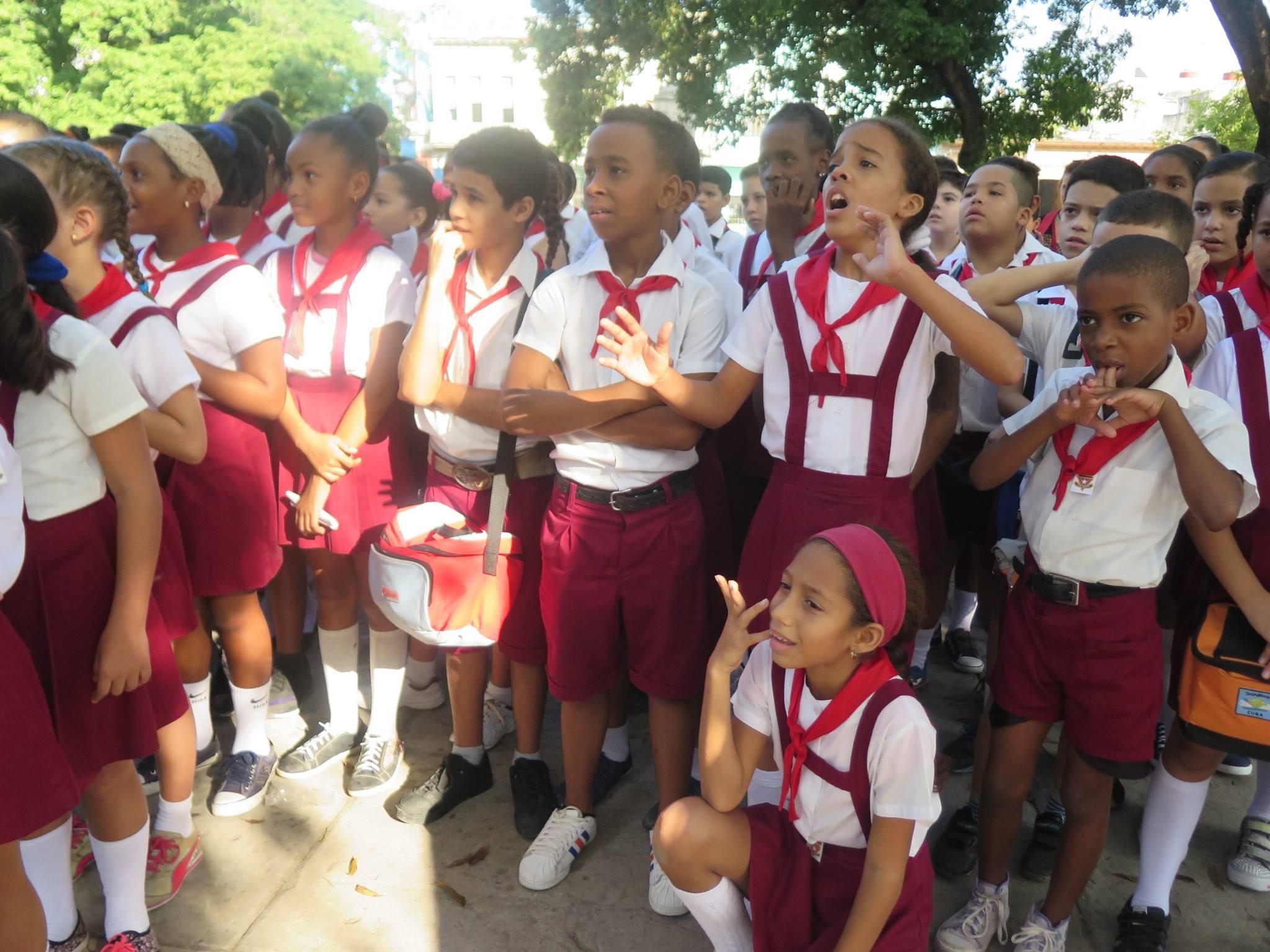 Cuba,havana,cuba havana,caribbean,island,latin,latin america,havana cuba,men,chess,men playing chess,havana street,street,streetlife, children, students, class, children's class,